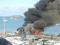 Incendie dans une épave de bateau à Marigot