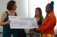 La fondation EDF offre un chèque de 155 500 euros à la COM